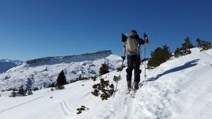 ski-tour-635973_640
